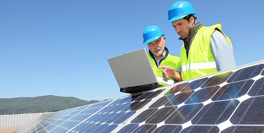 ingénieurs panneaux solaires